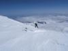 Die letzten Meter zum Gipfel legen wir wieder mit Ski aber ohne Rucksack zurück.