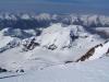 Tiefblick auf den Gergeti-Gletscher und dem Ortsveri mit seiner NO-Wand
