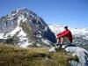 René genießt seine erste Gipfelrast