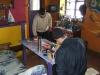Den Ruhetag verbringen wir im gut ausgestatteten Raum der einheimischen Führer mit kochen, essen und Tee trinken